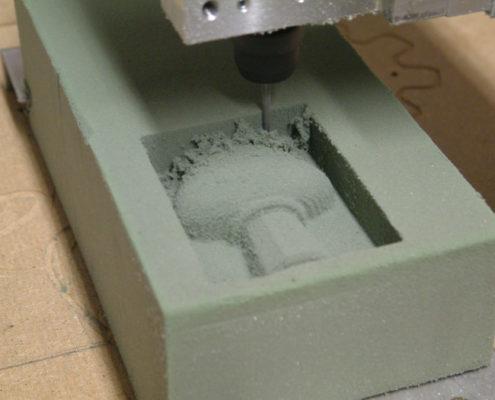 3D frezen van een parfumfles