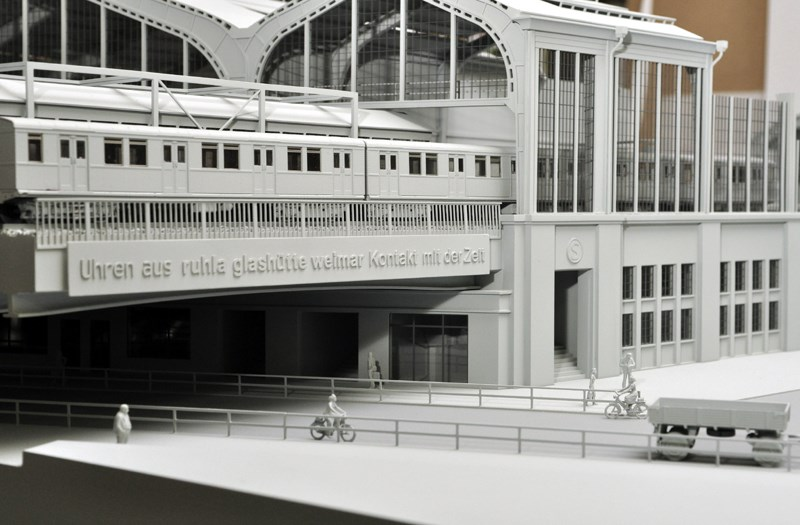 Architectonisch model van een treinstation