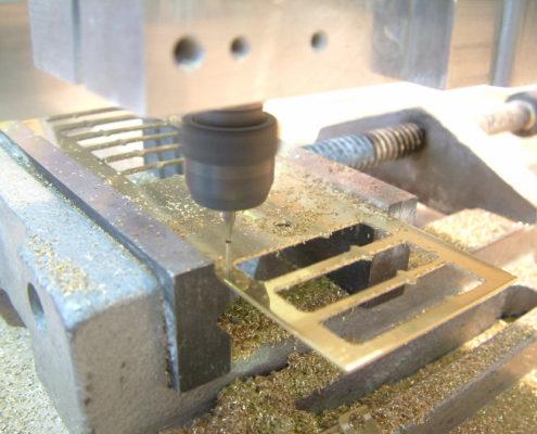 Messing frezen op een CNC freesmachine