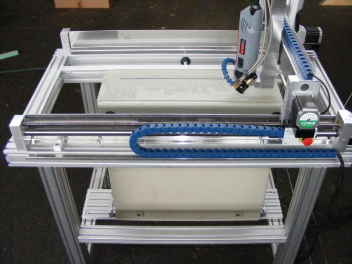 Electronicakast frezen met een CNC machine