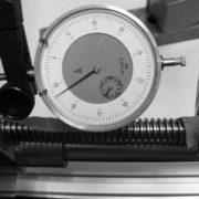 Omkeerspeling tussen spindel X-as en omloopmoer voorzijde ca. 0,28mm