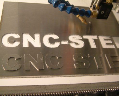 RVS frezen met een CNC-STEP machine