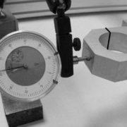 Gemeten speling op de koppeling met de freesmotor (Z-as) ongeveer 0,27mm bij ca. 2kg druk