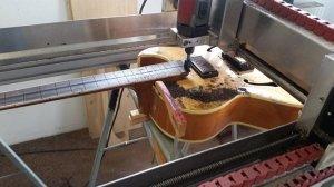 Gitaar CNC frezen zonder bodemplaat