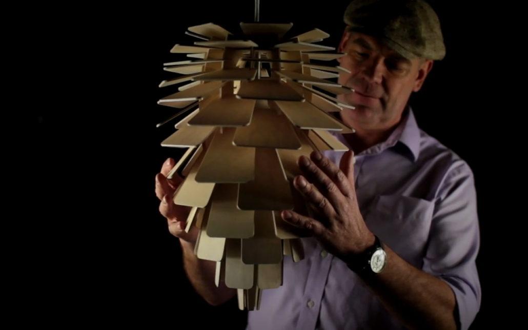 Houten lampenkappen uit berken-multiplex