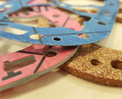 Afdichtingen van kunststof en rubber uitsnijden