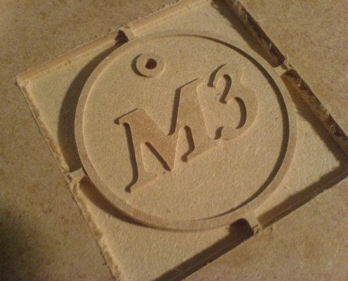 Logo's en emblemen frezen in MDF
