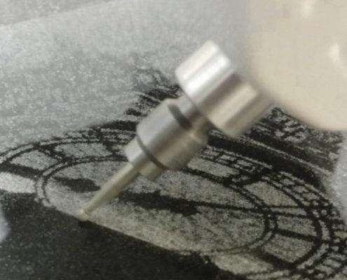 CNC fotograveermachine in actie