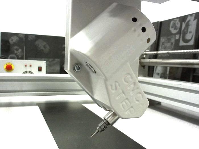 De GranitoGrav module werkt onter een hoek, om te voorkomen dat te hard in het materiaal wordt gedrukt