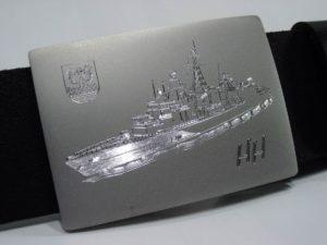 Diamantgravure met het schip 'Emden' op een riemgesp