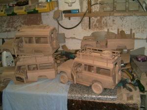 Houten modellen van auto's