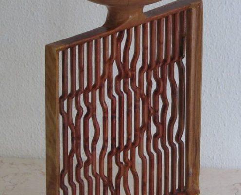 Houten vaas met abstracte davidsster, gefreesd uit hout