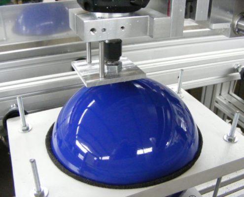 Bowlingbal zit in speciaal gemaakte houder