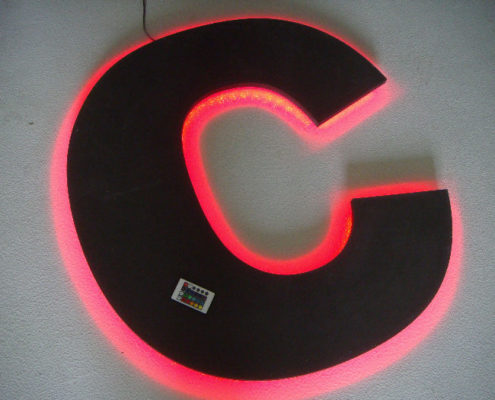 CNC frezen van belettering met LED backlight