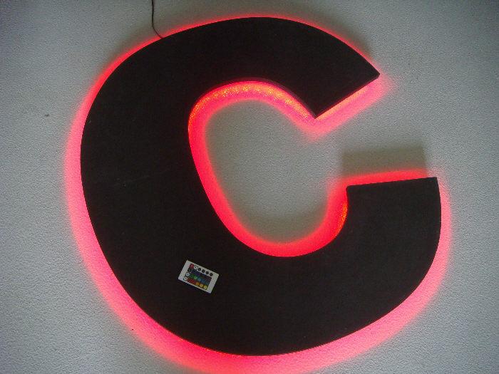 CNC frezen van belettering met LED backlight
