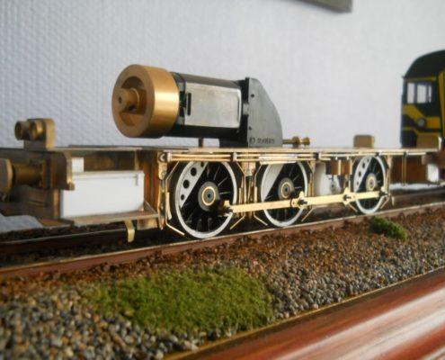 Messing model van een diesel locomotief