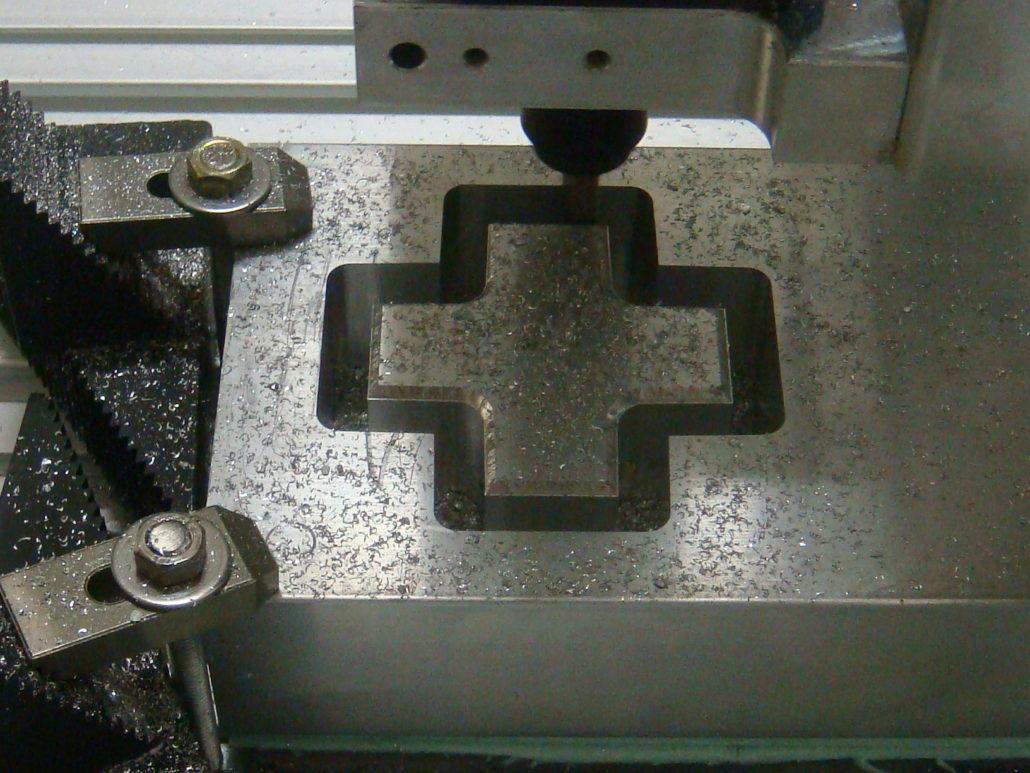 Metaal frezen met de CNC frees