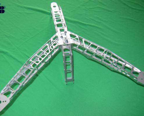 Deze Y-arm voor een octocopter weegt slechts 140 gram