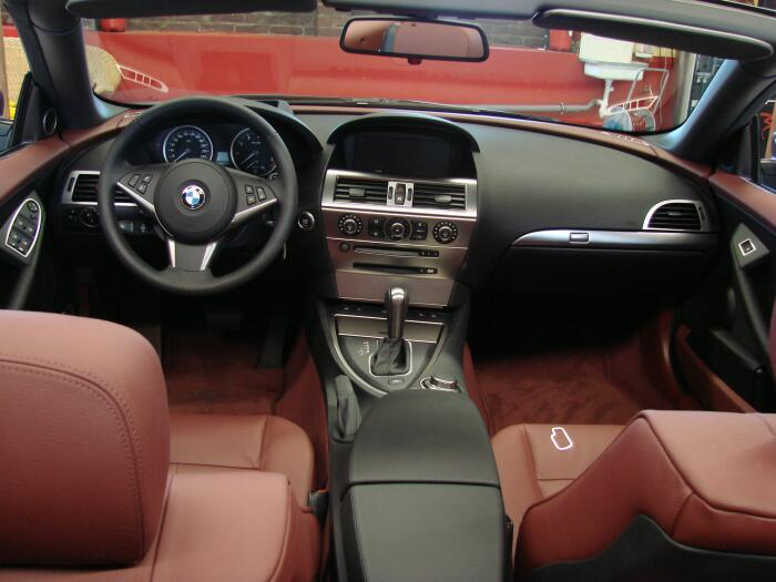 CNC-gefreesde trims en details voor een BMW-interieur