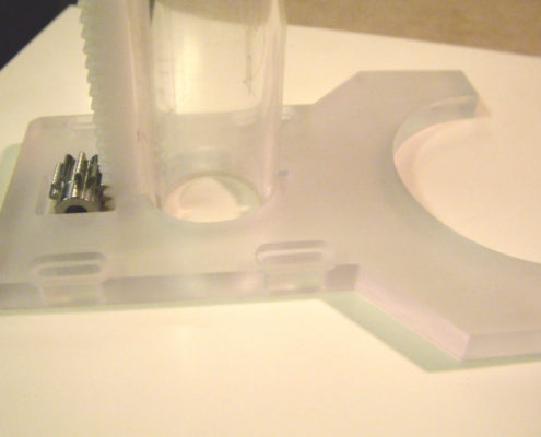 Plexiglas onderdelen frezen met een CNC machine
