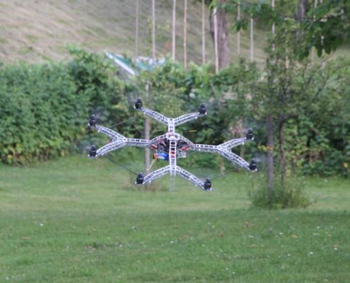 Testvlucht met de lichtgewicht Y-8 Octocopter